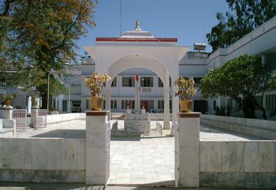 Shanti Ke Path Par Chalo